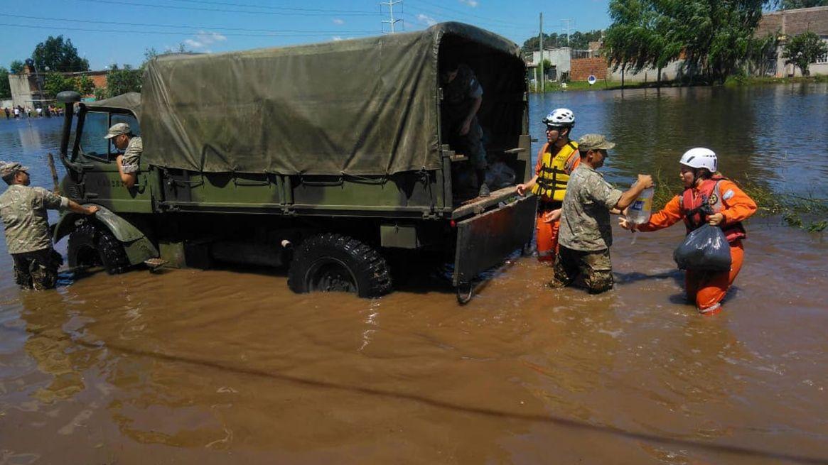 Las Fuerzas Armadas cumplen un rol clave, junto a otros sectores, en la respuesta rápida frente a las catástrofes. Foto: Archivo DEF.
