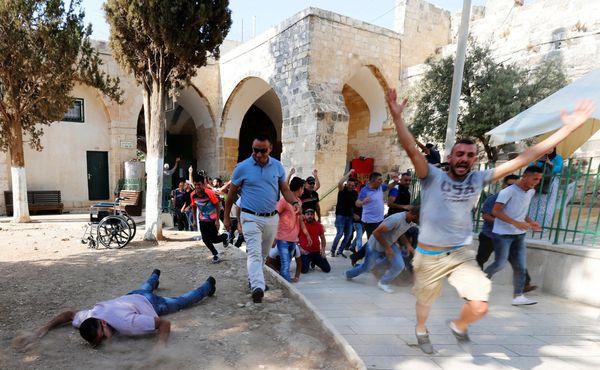 Miles de palestinos volvieron al lugar sagrado tras casi dos semanas de boicot (Reuters)