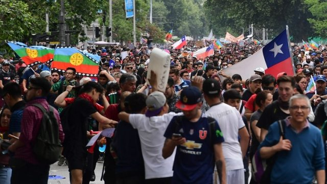 Más de un millón de personas marchó en Santiago de Chile el viernes (AFP)