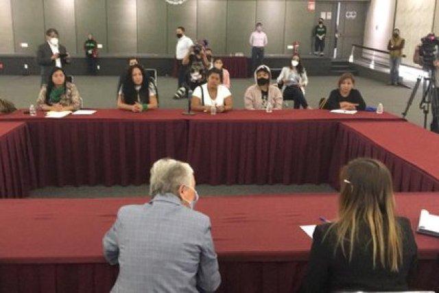 Olga Sánchez Cordero se reunió con una comisión de las manifestantes (Foto: Twitter@M_OlgaSCordero)