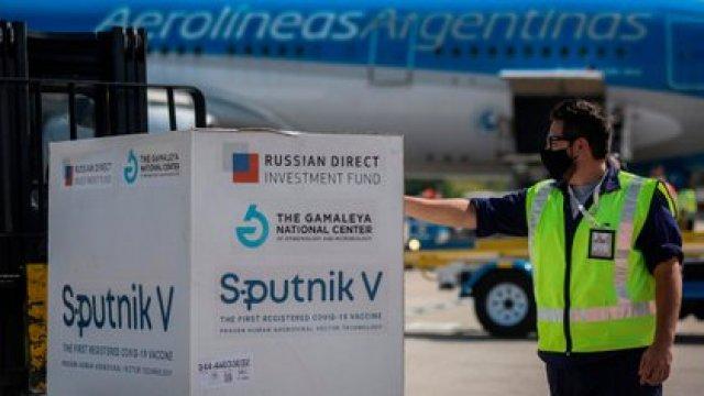 Un embarque de Sputnik V en el aeropuerto de Ezeiza
