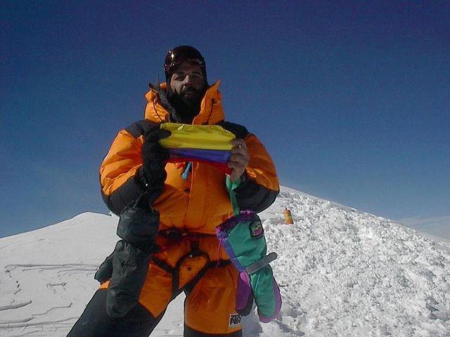 Fernando en la cumbre del K2, en el Himalaya.