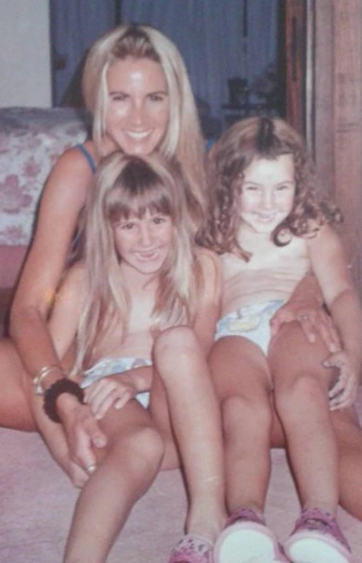 Soledad Aquino con Mica y Cande, las hijas que tuvo con Tinelli.