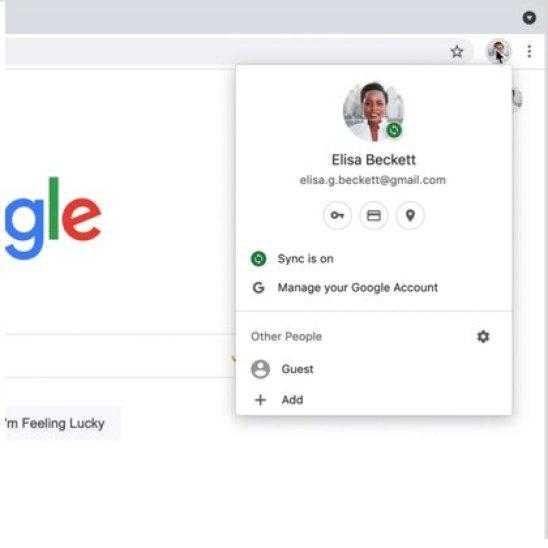 Las opciones de gestión de contraseñas se encuentran tanto en los Ajustes de Chrome como en el atajo con forma de llave que aparece bajo el perfil de usuario de la cuenta de Google