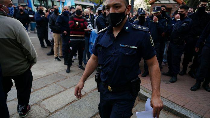 Marcha - Protesta - Reclamo de la policía Bonaerense - Quinta de Olivos