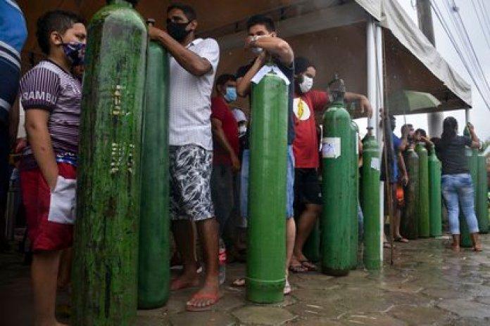 La región del Amazonas, en Brasil, sufrió un grave colapso sanitario ante el avance del coronavirus (Photo by MARCIO JAMES / AFP)