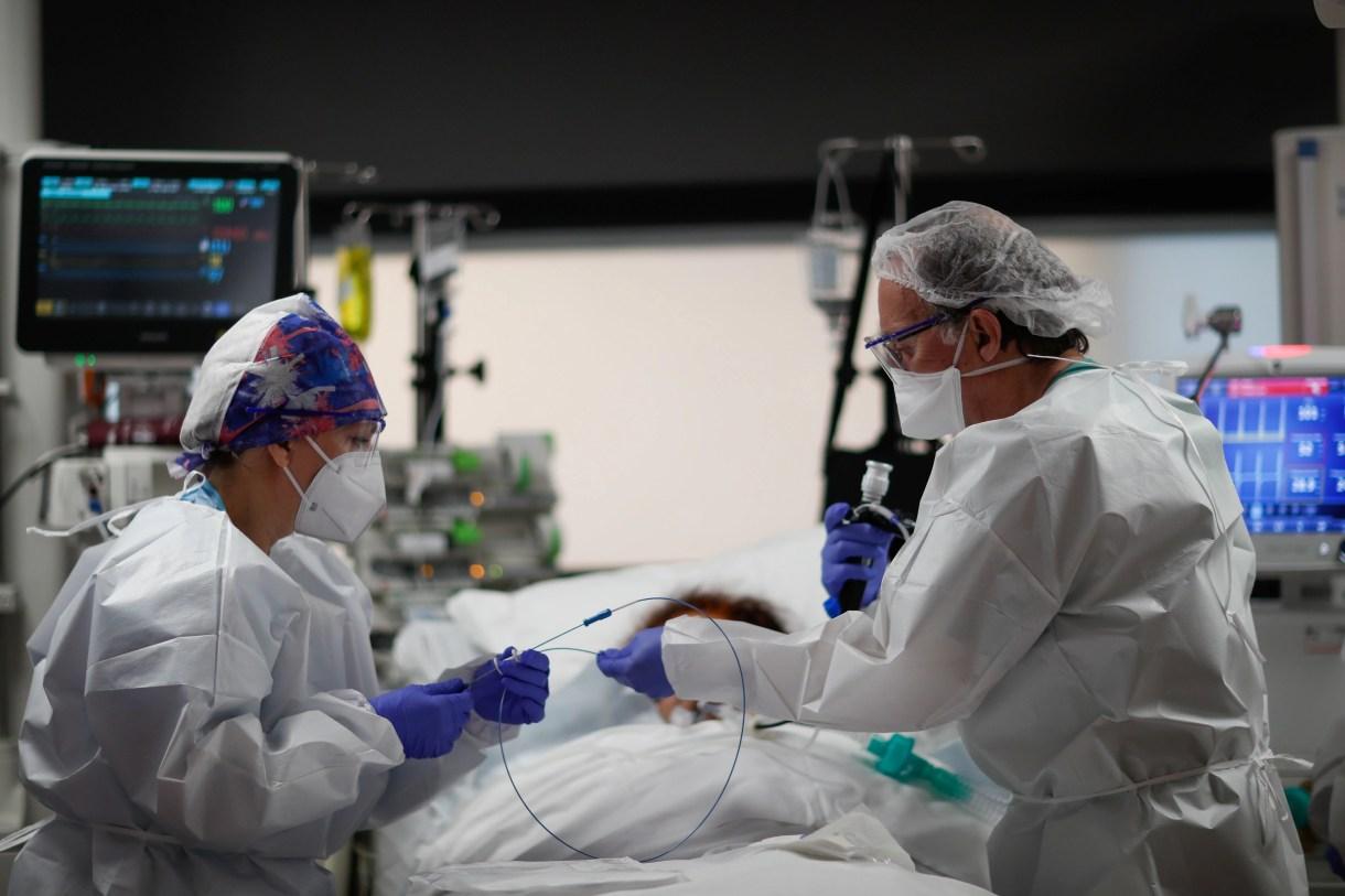 El COVID-19 ya infectó a 45 millones de personas en el mundo y mató a más de 1,3 millones. REUTERS/Gonzalo Fuentes