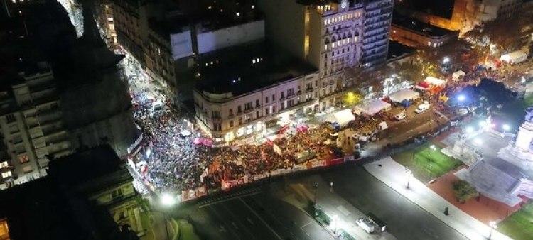Durante el debate en diputados, se produjeron dos manifestaciones masivas a favor y en contra de la legalización del aborto