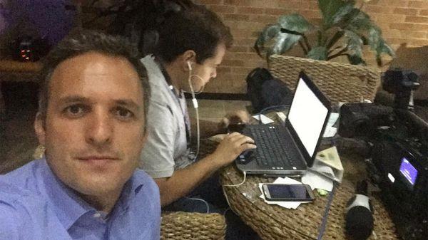 Leandro Stoliar, uno de los periodistas brasileños a quien le ordenaron dejar Venezuela por su trabajo (@LeandroStoliar)