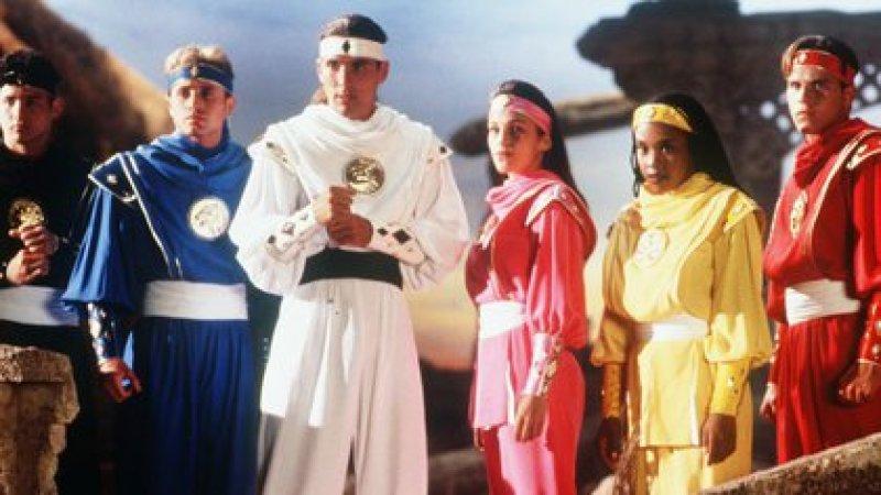 David Yost, el Ranger azul. En la imagen, junto a sus compañeros de la película estrenada en 1995, Johnny Yong Bosch, Jason Frank, Amy Jo Johnson, Karan Ashley y Steve Cardenas (Foto: Jim Townley/Saban/Toei/Kobal/Shutterstock -5872710c-)