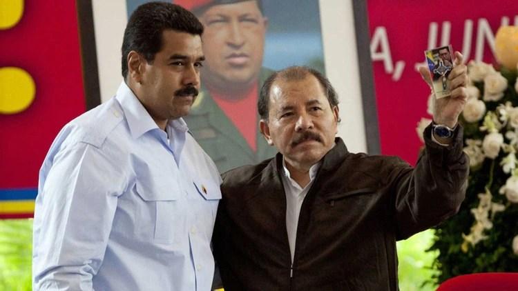 Nicolás Maduro y Daniel Ortega mantienen secuestrado el poder en Venezuela y Nicaragua, mientras sus países se hunden en la miseria y miles de marchan al exilio. (EFE)