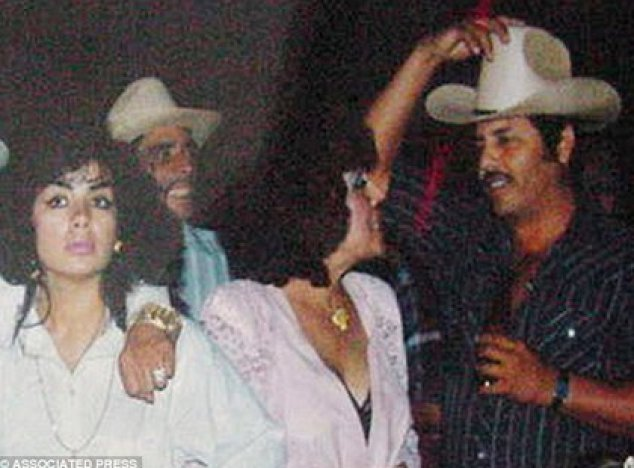 """In 1993, """"La Reina del Pacífico"""" (extreme left) together with the leader of the Sinaloa Cartel """"El Mayo"""" Zambada (extreme right).  Sandra was a key player in the Sinaloa Cartel operation (Photo: Associated Press)"""