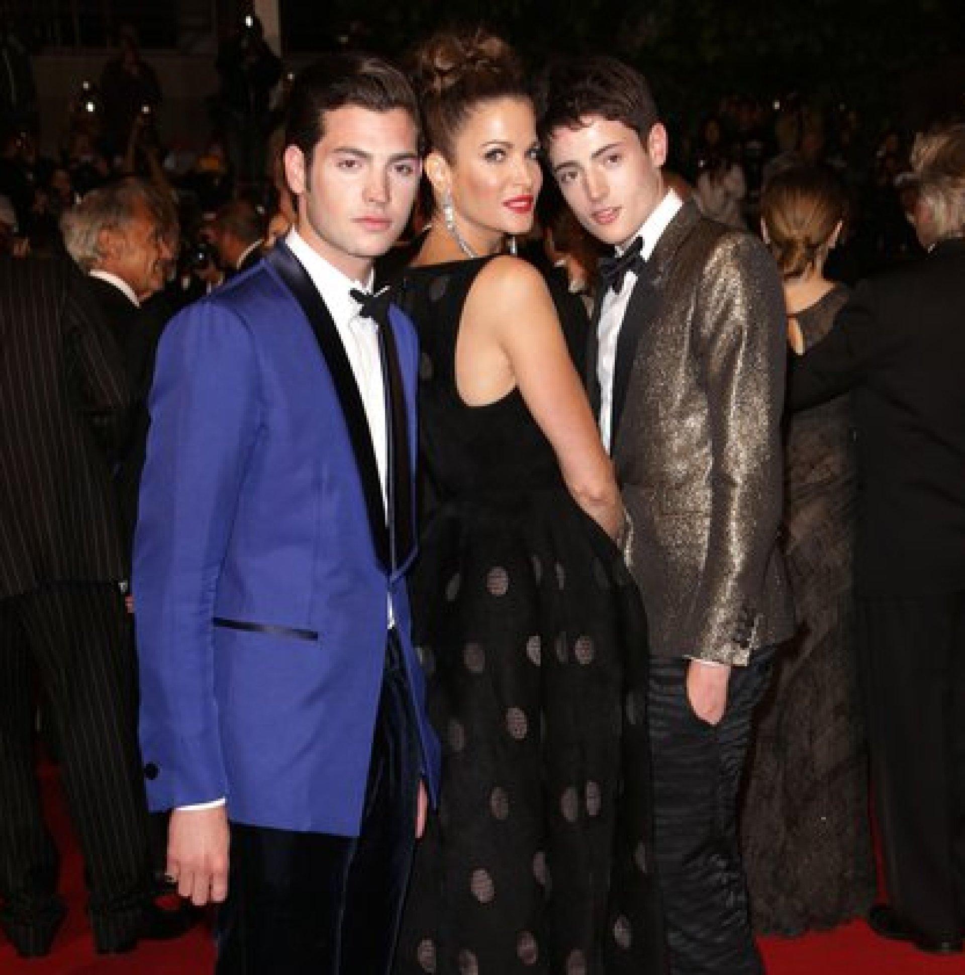 La modelo con dos de sus hijos (The Grosby Group)