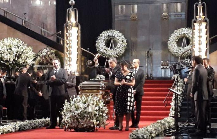 El atáud con las cenizas ya ocupa el lugar de honor (Patricia Juárez / Infobae)