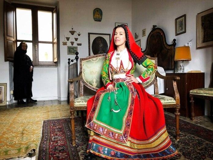 """El tercer lugar fue para Marina Spironetti (Italia) con """"Women of Gavoi"""" (Mujeres de Gavoi), una fotografía tomada con un iPhone 8 en Cerdeña, Italia."""