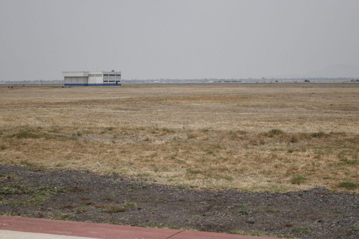 Los terrenos de Santa Lucía lucen sin actividad, a pesar de que el gobierno tiene planeado iniciar operaciones a mediados de 2021 (Foto: Isaac Esquivel/ Cuartoscuro)