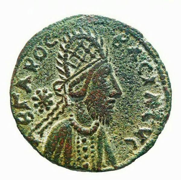 Otra moneda del siglo I después de Cristo que muestra al rey Manu. Para Ellis, es el mismo rostro de Jesús