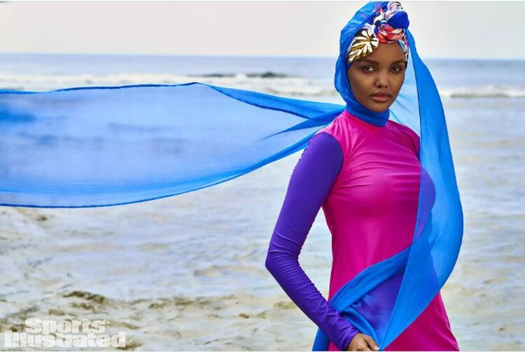 Halima Aden es la primera primera modelo musulmana en usar un hijab y burkini en las páginas de Sports Illustrated (Foto: Sports Illustrated)