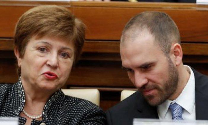 La directora gerente del FMI, Kristalina Georgieva, y el ministro de Economía de Argentina, Martín Guzmán (REUTERS/Remo Casilli)