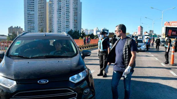 La Policía intensificó los controles desde hoy. En la imagen se observa un operativo en Puente Pueyrredón