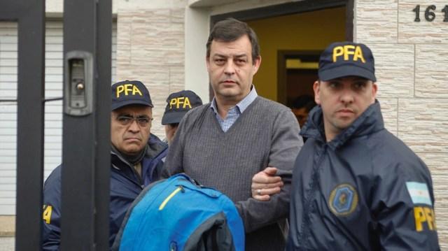El17de julio de 2017, en Santa Cruz, Víctor Manzanares fue detenido en su estudio de Río Gallegos, por orden del juez federal Claudio Bonadio en el marco de la causa de Los Sauces(Foto: Walter Díaz/Telam)