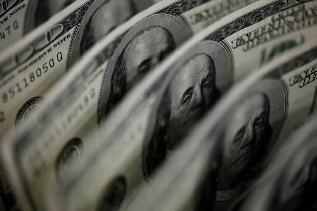 Con el recargo el 30%, el precio de venta del dólar, al tipo de cambio actual de pizarra subiría a 81,90 pesos