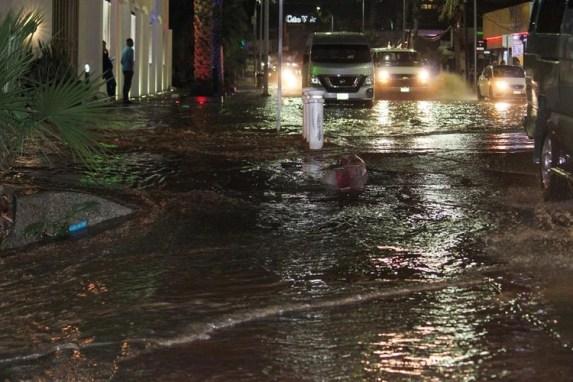 Ante las intensas lluvias, originadas por los frentes fríos 18 y 19, el Consejo de Protección Civil estatal determinó ampliar para este jueves la suspensión de clases en La Paz y Los Cabos (Foto: Twitter)