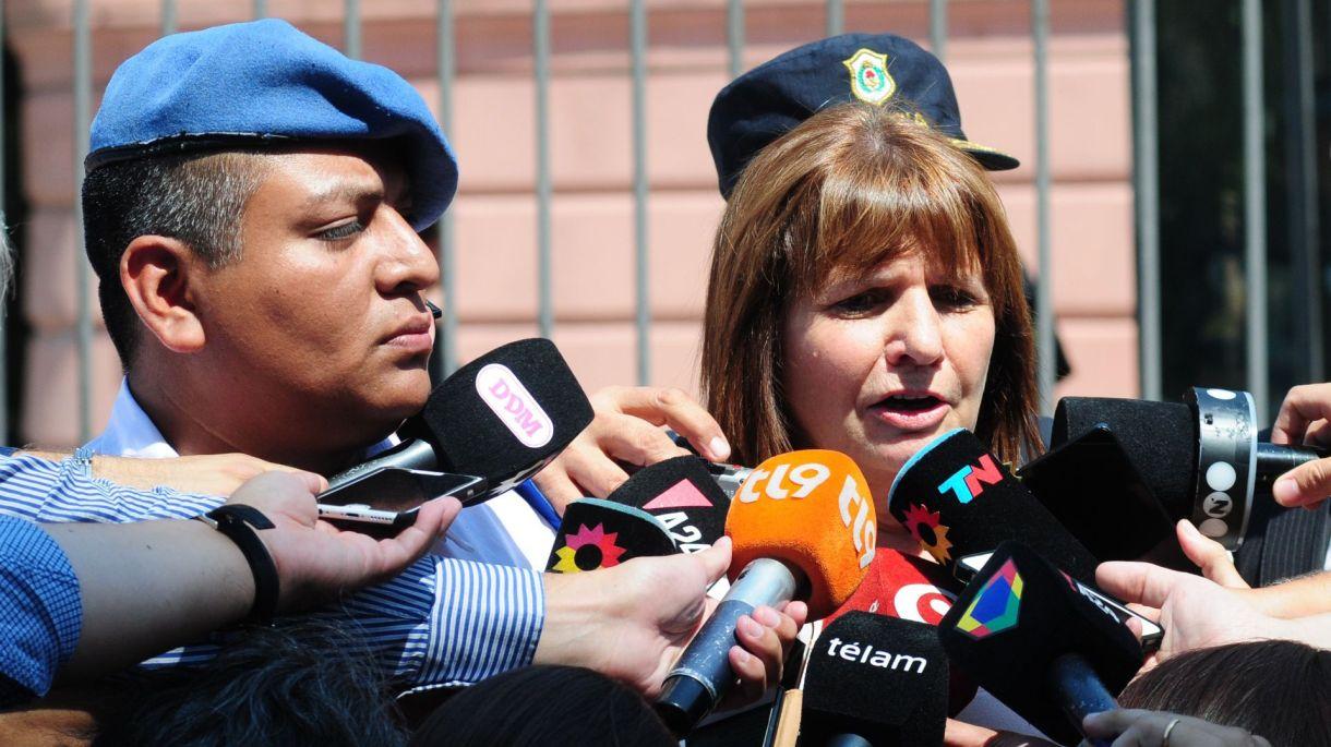 El policía Chocobar junto a la ministra de Seguridad Patricia Bullrich (Maximiliano Luna)