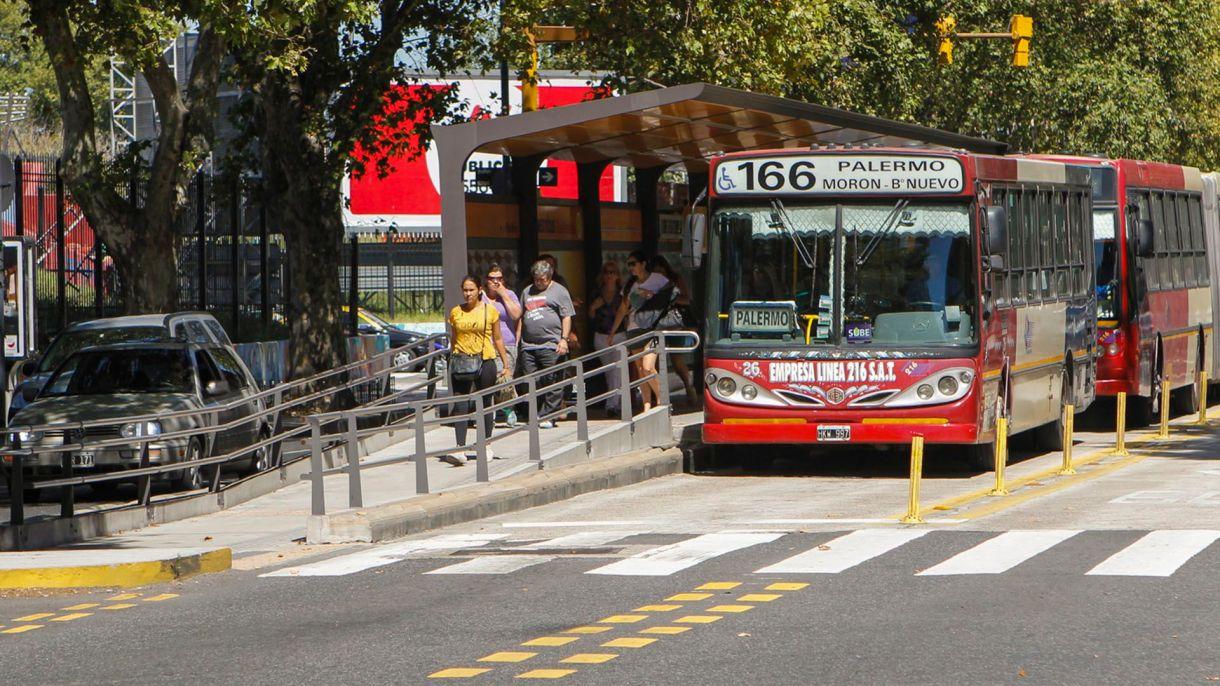 La medida alcanzaría a 18 de las más de 200 líneas del área Metropolitana