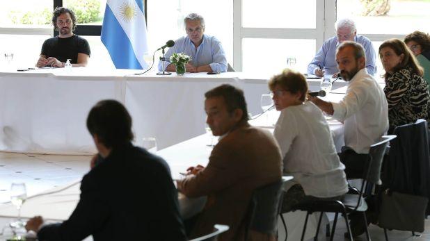 La reunión del presidente junto a los especialistas que integran el comité de expertos contra el coronavirus