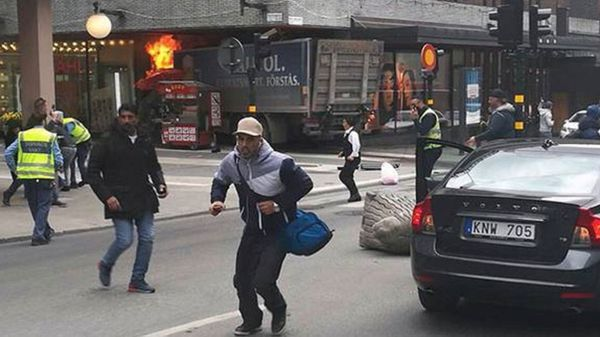 El camión que se utilizó para atacar en Estocolmo
