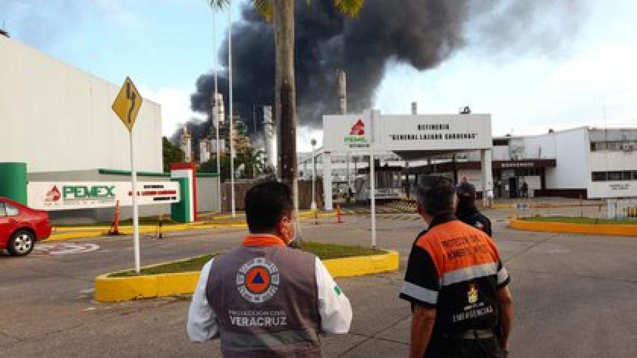 Las columnas de humo se observaron desde kilómetros de distancia (Foto: Twitter/@PCEstatalVer)