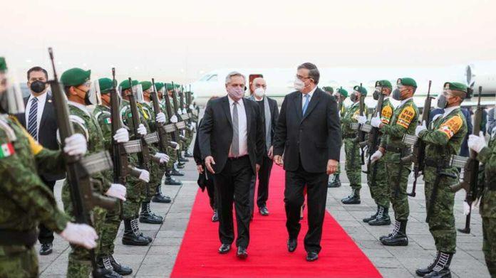 Arribo del presidente Alberto Fernández y la comitiva oficial a la Ciudad de México