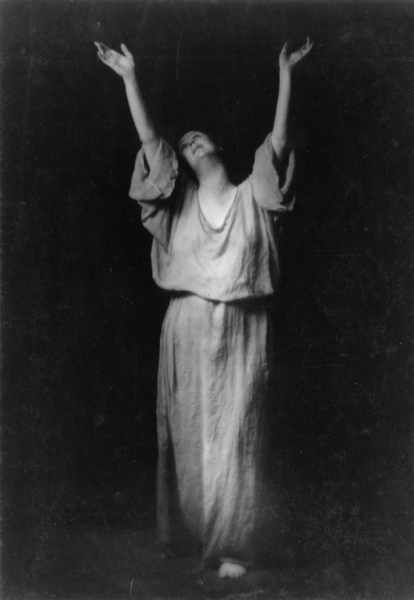 En las figuras de los jarrones griegos del British Museum encontró su mayor inspiración para la danza