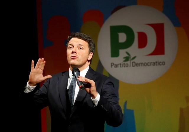 """El ex primer ministro Matteo Renzi continúa siendo un político in fluyente y advierte por el """"peligro"""" que representa Salvini(REUTERS/Ciro De Luca)"""