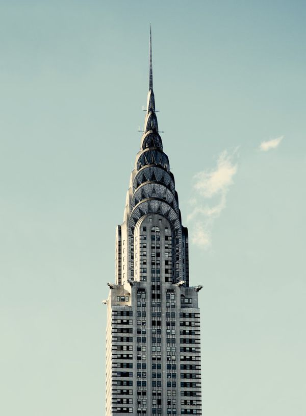 El edificio Chrysler, que adorna el skyline neoyorquino hasta el día de hoy- es el brillante testamento Art Decó de la época