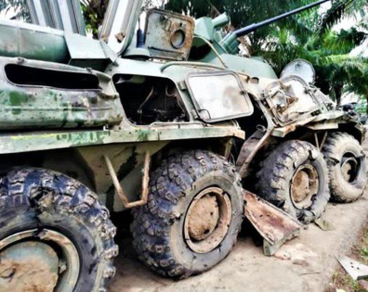 Un vehículo militar destruido durante la guerra en Apure