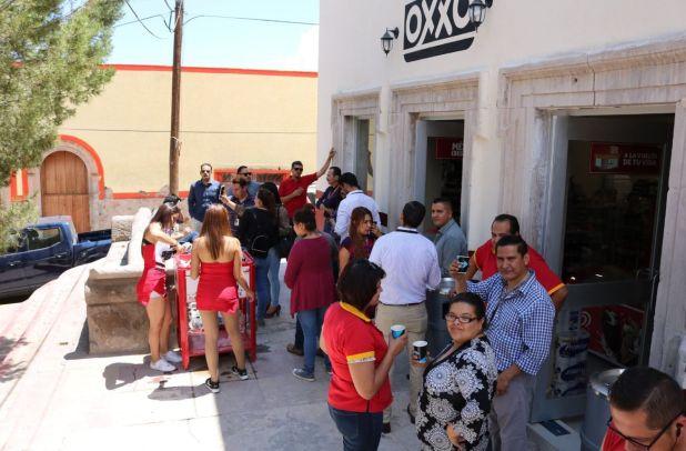 Con una pequeña fiesta, la presidenta municipal, Laura Nava Reveles, presumió la apertura de la sucursal ubicada en la Calle 5 de Mayo, frente al jardín principal de la localidad (Foto: Facebook)