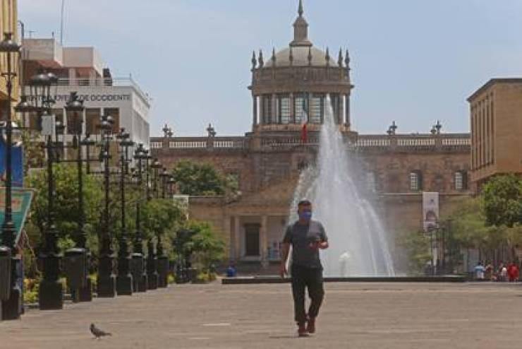 Jalisco implementará horarios escalonados para evitar congregaciones (Foto: Cuartoscuro)