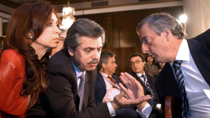 """""""Cristina está enojadísima, Vilma. Me preguntó si yo sabía que ibas a presentar el proyecto de Matrimonio Igualitario, y le dije la verdad: que yo no sabía nada. Pero no hay forma de que me crea. Néstor y Cristina creen que se los oculté en complicidad con vos, y no puedo convencerlos de lo contrario"""", le dijo Alberto Fernández"""