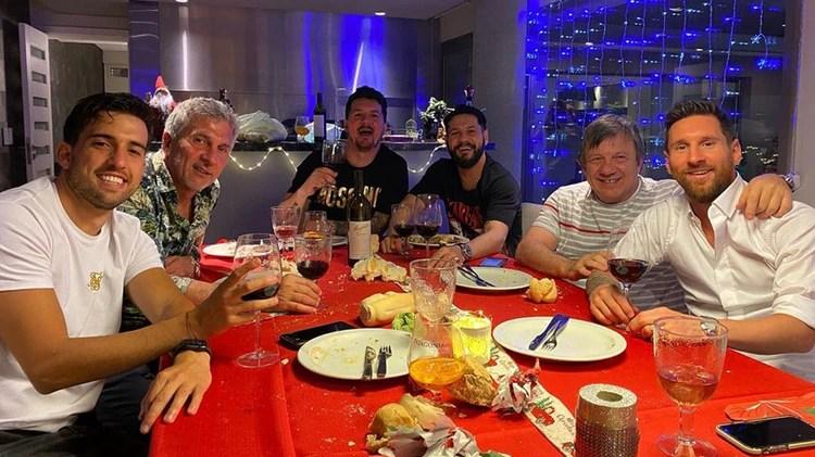 La familia Messi de festejo por la llegada del año nuevo (@rodrigo.messi10)