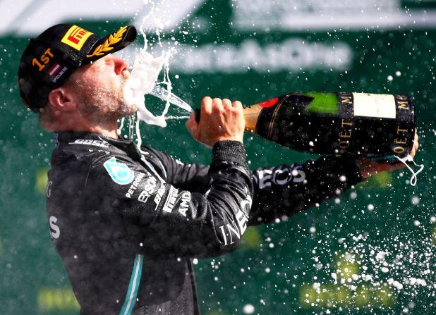 Valtteri Bottas festeja tras el triunfo en la primera carrera del 2020 (Reuters)