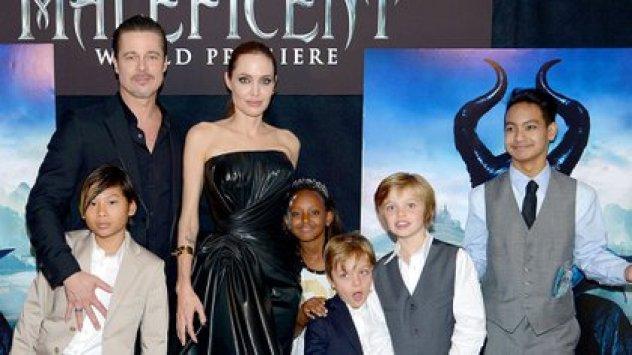 Brad Pitt con sus hijos y Angelina Jolie (Reuters)