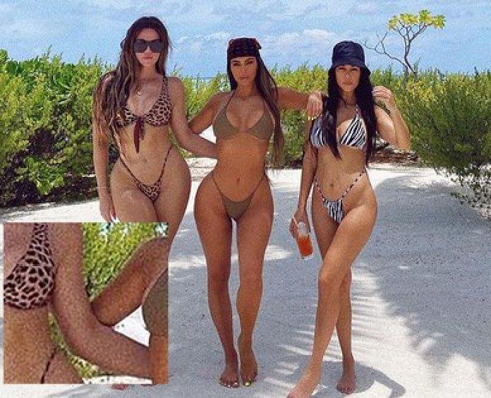 Kim Kardashian con sus hermanas. Los usuarios aseguran que editó tanto la foto que hay un parte de un brazo que no aparece