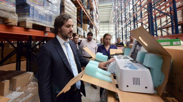 El jefe de Gabinete, Santiago Cafiero, recorrió hoy un deposito de Tortuguitas donde había material sanitario abandonado