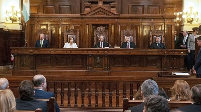 La Corte Suprema les dio la razón a los gobernadores y dispuso que los referidos decretos no afecten la coparticipación federal.