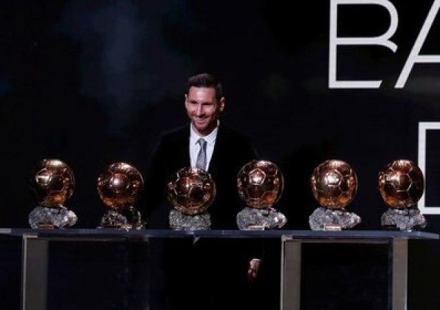 La revista France Football anunció que en 2020 no habrá premio Balón de Oro por la pandemia de coronavirus. El argentino Lionel Messi fue el último ganador en la categoría masculina (REUTERS/Christian Hartmann)