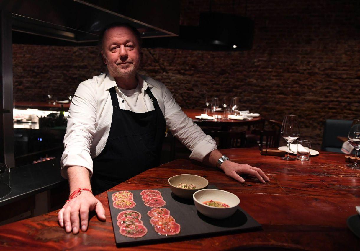En Anchoita, los comensales valoran la mesa de quesos y panes y el chipa relleno con una especie de volcán de huevo. Para los más audaces: el carpaccio de lomo