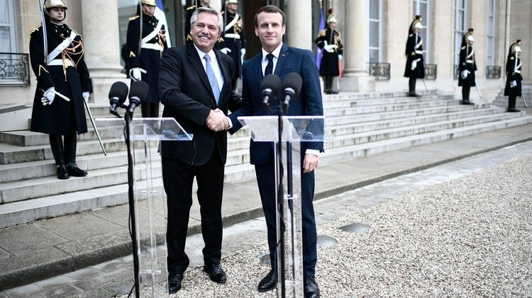 Alberto Fernández y Macron antes de la reunión a solas en el Palacio del Elíseo