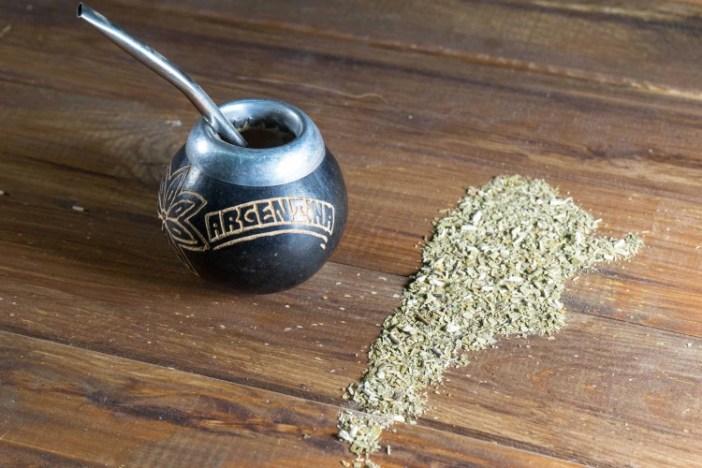 Compuestos de la yerba mate actúan como un poderoso antioxidante que ayudan a aumentar las defensas y a disminuir el envejecimiento celular (Shutterstock)